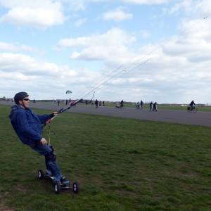 Konrad Tempelhofer Freiheit Landboard kiten